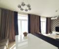 Шторы в гостиной в апартаментах с видом на Моксва-Сити 02