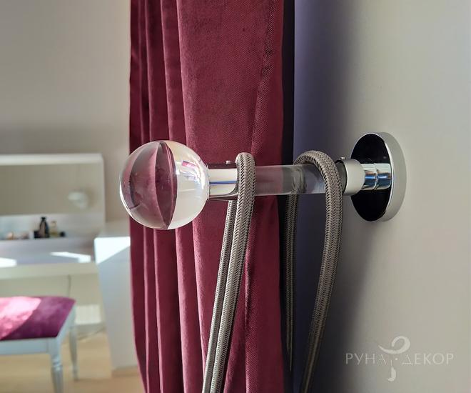 Шторы в спальне в апартаментах с видом на Москва-Сити 04