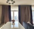 Шторы в гостиной в апартаментах с видом на Моксва-Сити 03